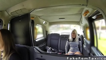 Blonde fulgorous cunt be expeditious for female cab driver
