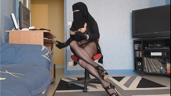 hot arab trans show webcam       www.oopscams.com