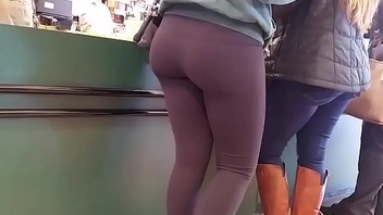 Candid - Pretty Girl in Dark Leggings