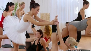 Two ballerinas share dick in the gym