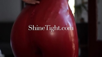 ShineTight.com |Unknown beauties &amp_ their first latex experience|2017