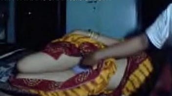 Desi couple on cam aunty in saree xxxsexxxtube.com